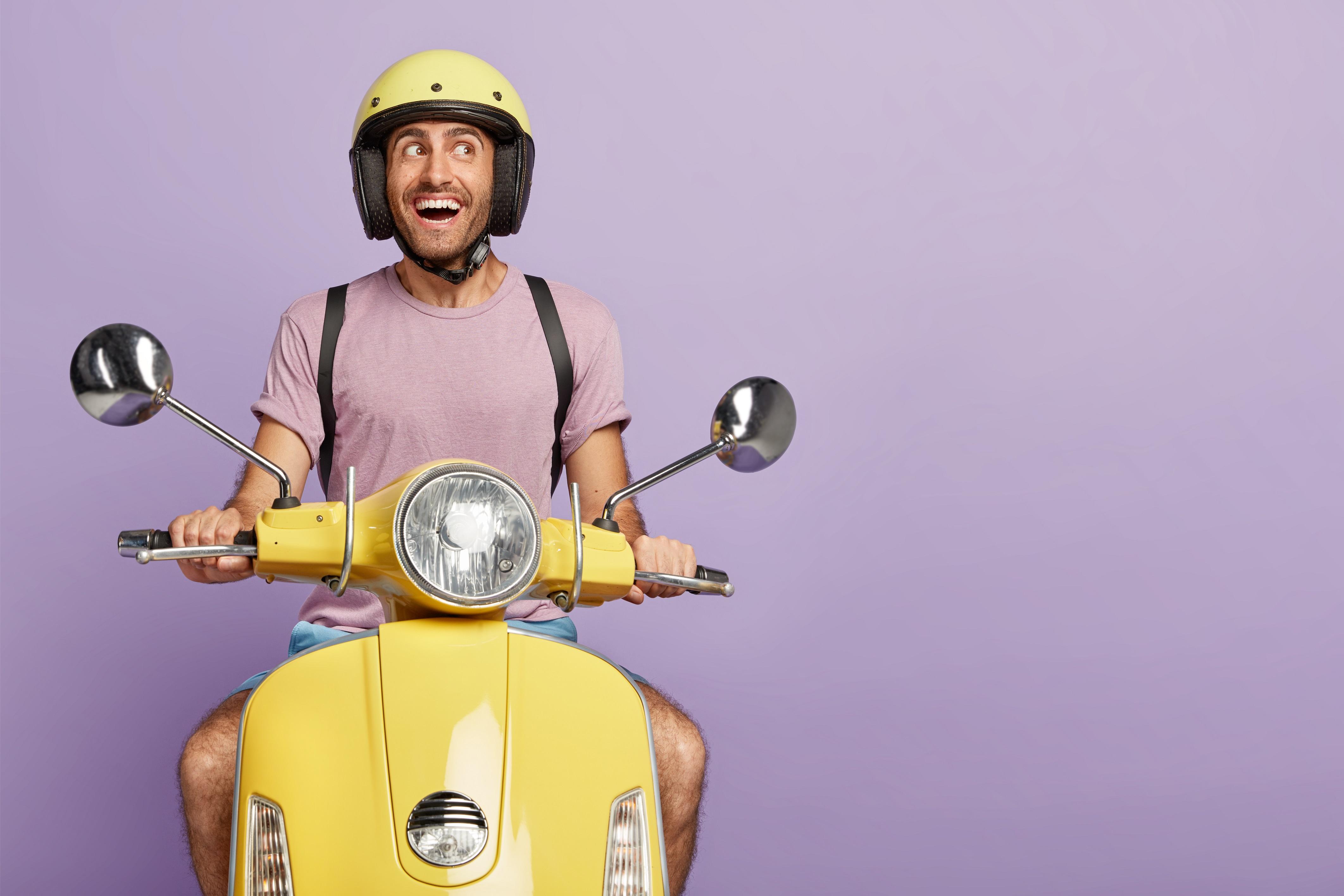 cara berkendara motor yang baik